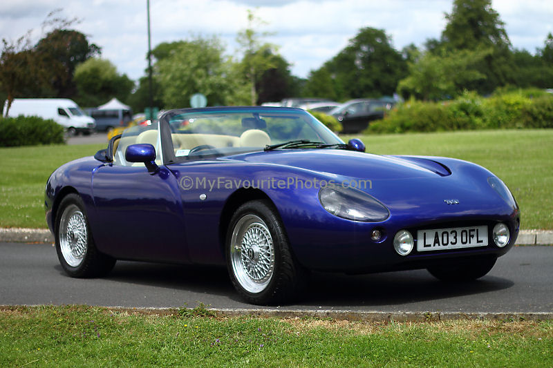 tvr griffith 500 se tvr griffith 500 se dashboard free stock photo public domain pictures. Black Bedroom Furniture Sets. Home Design Ideas
